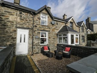 BWTHYN GER AFON, woodburner, off road parking, gardens, in Tanygrisiau, Ref 1503