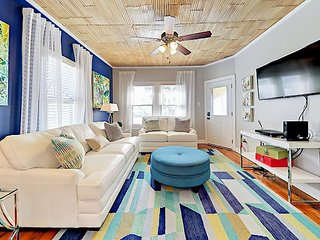 Newly Remodeled 3BR Gem w/ Upgraded Kitchen - 1 Block to Beach & Ferry
