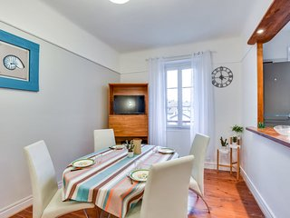 2 bedroom Apartment with WiFi and Walk to Beach & Shops - 5699391