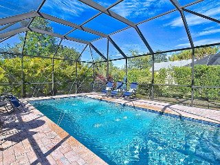 3BR Villa Sorrento w/ Private Heated Pool & Outdoor Tiki Entertaining Space