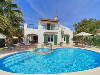4 bedroom Villa with Air Con, WiFi and Walk to Beach & Shops - 5334739
