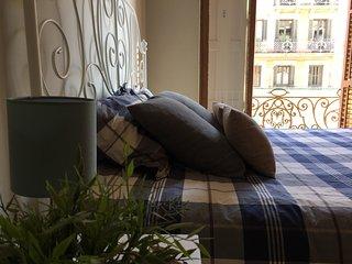 Sunny apartment near Sagrada Familia