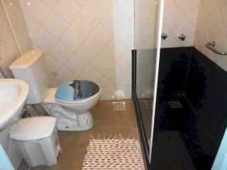uarto compartilhado em casa ampla, limpa e arejada