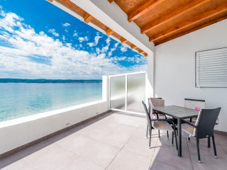Right at the beach - top location - paradise bay