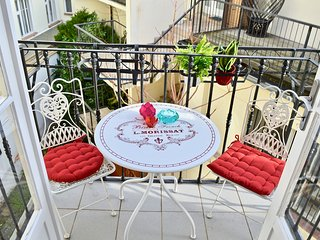 50% OFF WINTER SALE! Tranquility, Style in heart of Old Town with Balcony