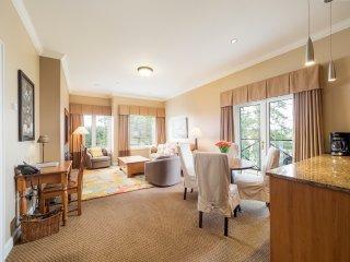 Ocean & Heritage Garden Views from your own Top Floor Luxury Suite