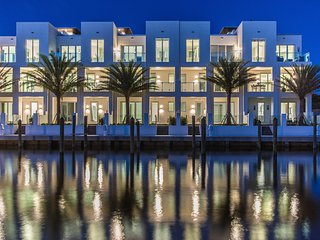 SkY230 new contemporary luxury home, waterfront, roof-top terrace, BBQpool,beach