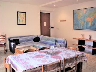 Cozy bright ample apt sleeps 9 in Rome!