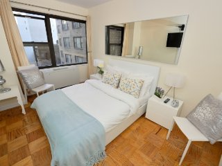 24hr doorman Midtown East 2BR/1BA family home by Times Square, Grand Central etc