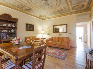 KALYPSO - Luxury flat in Florence city centre, 3 bedrooms, sleeps 7