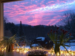 Sunny Country House with Mountain Views Near Sunapee/New London/Interstate 89