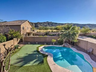 Stunning mountain view with heated pool & professional putting green