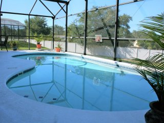 Stunning 3 BR 2 BA Private Pool Home w/game room Near Disney