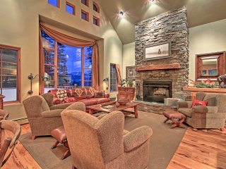 NEW! 2BR+Loft Big Sky House - Walk to Ski Lifts!