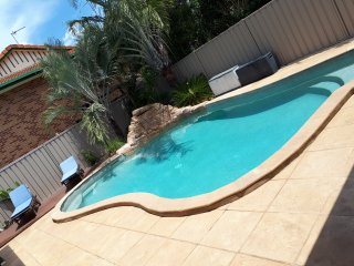 Suburban Retreat - 3 Bedroom Home - Southern Gold Coast With Pool