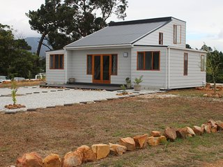Klip River Cabin is a self-catering cottage in Elgin, Grabouw.