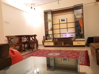 Spacious Suitable for 5-6 people near to airport