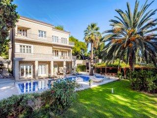 5 bedroom Villa in Split, Splitsko-Dalmatinska Županija, Croatia : ref 5575426