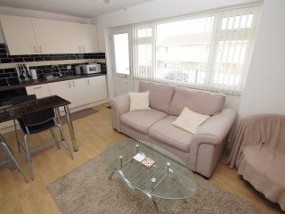 Brean, Somerset 2 Bed Apt Sleeps 4 w/ Private Access to Sandy Beach, central loc