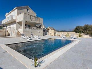 2 bedroom Villa in Pražnice, Splitsko-Dalmatinska Županija, Croatia : ref 557554