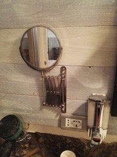 specchietto di cortesia con lente ingrandimento