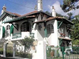 Villa tres  lumineuse avec jardin dans quartier calme et arbore proche commerces