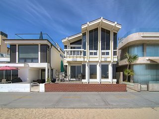 'Dolphin View' (Lower) Modern, Lovely Oceanfront With Nice Boardwalk Patio
