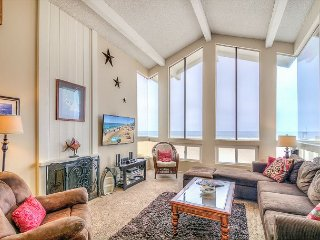 'Dolphin View' (Upper) Modern, Lovely Oceanfront With Amazing Water Views