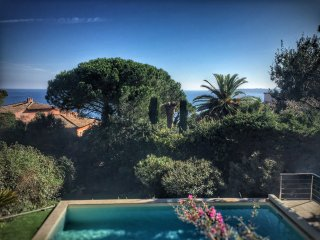 Villa avec Piscine Chauffee et vue mer, proche centre ville