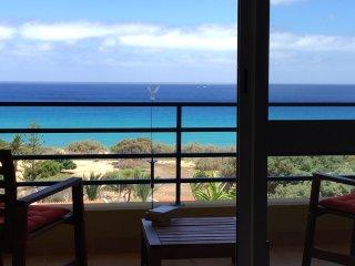 NEAR THE BEACH, WONDERFUL SEA VIEW, FREE INTERNET