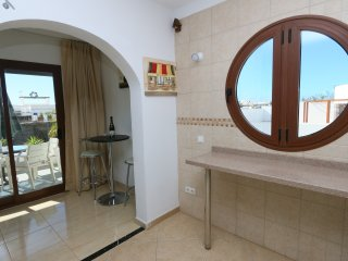 A BEAUTFUL VILLA IDEAL FOR A FAMILY OF 2/ 4, PRIVATE POOL, WALK TO PLAYA BLANCA