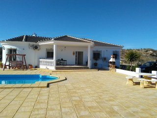 Luxury 4 bedroom Holiday Villa with pool / jacuzzi - Great Views!