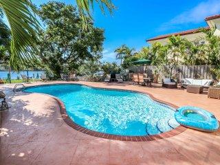 Waterfront Luxury Home-beach1/2 mile, Heated Pool