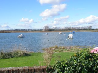 Direct Water Frontage 4 Bedroom House On Mudeford Harbour with Stunning Views