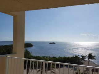 All NEW Interior Oceanfront 5th Floor End Unit, Pool, WiFi, Great Ocean Views!