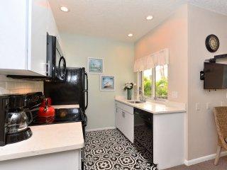 updated kitchen 2018 with beautiful new quartz counter tops, new designer floor tiles etc.