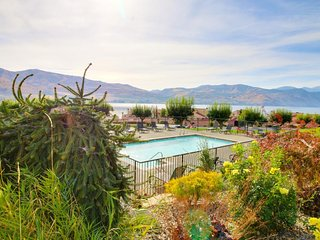 Cozy lakefront condo on Lake Chelan with a shared pool, hot tub & tennis!