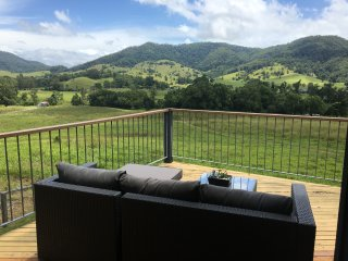 The River Orchard 'Retreat With Panoramic Mountain Views'