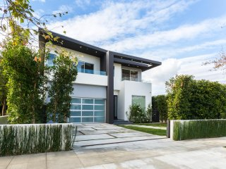 Beverly Hills/West Hollywood Modern Mansion with Pool