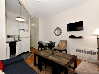 Family home by East River in Murray Hill / Kips Bay - bustling NY neighborhood
