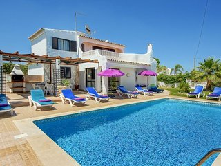 4 bedroom Villa with Air Con, WiFi and Walk to Beach & Shops - 5400271