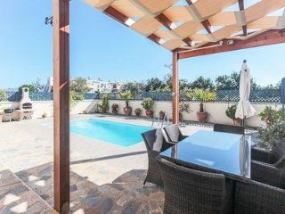 LOVELY 3 BED VILLA WITH PRIVATE POOL IN GREAT LOCATION!