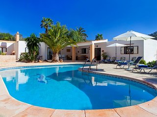 Villa Porroig for 6 guests, only 2km from beautiful Ibiza beaches! Catalunya Cas