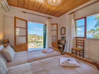 Poppy's Apartment, Loggos, Paxos - Sea Views, Walking from Loggos, Sleeps 1-2