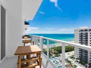 Walk Everywhere! Luxurious Eco Hotel Condo Beachfront PH Unit 1606