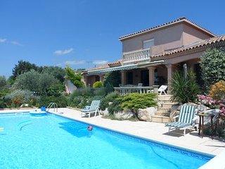 Magnifique villa 200m2 pour 7personnes avec la vue imprenable  et piscine 12x6 m