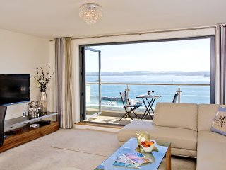 Luxury 5 Star Apartment with Stunning Sea Views