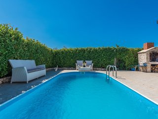 Villa with outdoor pool close to Zadar