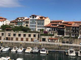Casa en centro histórico con gran jardín en el puerto y junto playa, con vistas
