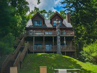 Lakefront log home in the heard of Deep Creek Lake!